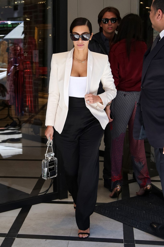 Kim Kardashian cartera Chanel