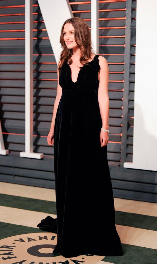 Keira Knightley volvió a elegir Valentino, esta vez en negro.
