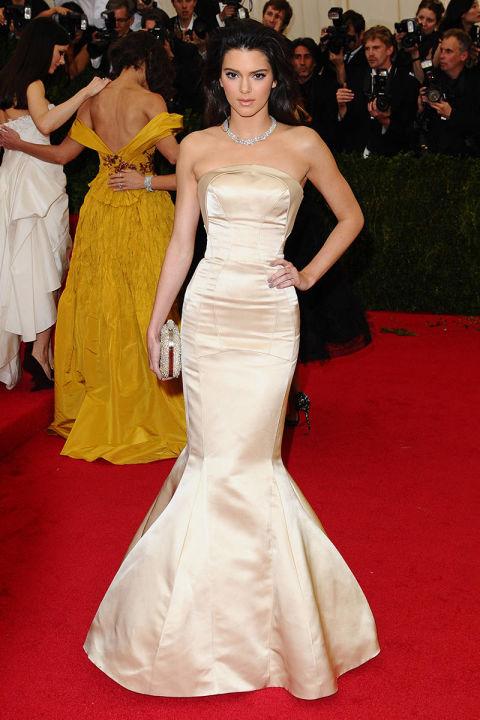 En la gala del Museo Metropolitano de New York, con un vestido Topshop.