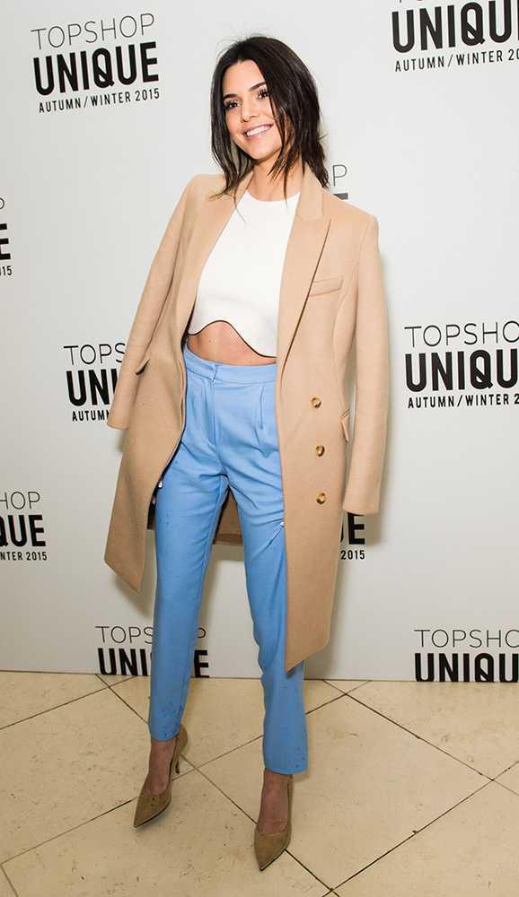 Con un look Topshop luego del desfile en el marco de Londres Fashion Week.
