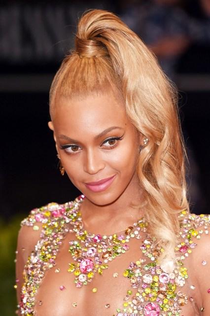 Beyonce-Knowles-Vogue-5May15-Rex_b_426x639