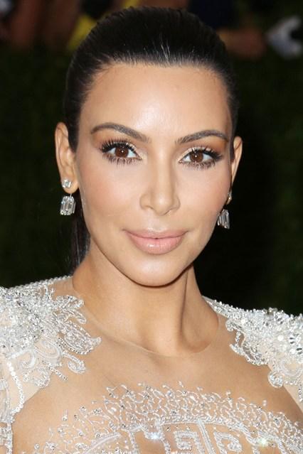 Kim-Kardashian-beauty-Vogue-5May15-Rex_b_426x639