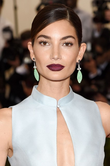 Lily-Aldridge-beauty-Vogue-5May15-Getty_b_426x639