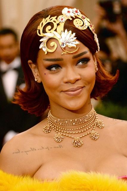 Rihanna-beauty-Vogue-5May15-Getty_b_426x639