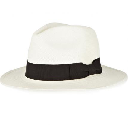 Si te gustan los sombreros, ¡al menos debes tener uno básico! Este de aspecto sofisticado te servirá tanto para las tardes de playa como para un evento sofisticado.