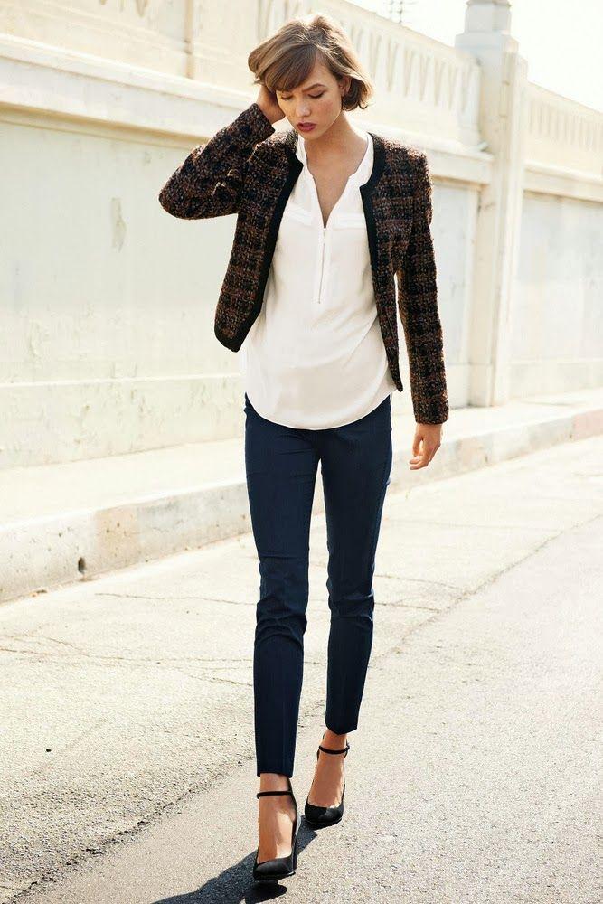 Si eres fan de las chaquetas, copia el look: skinny jeans, zapatos de tacón y una camiseta básica. Sencilla pero formal.