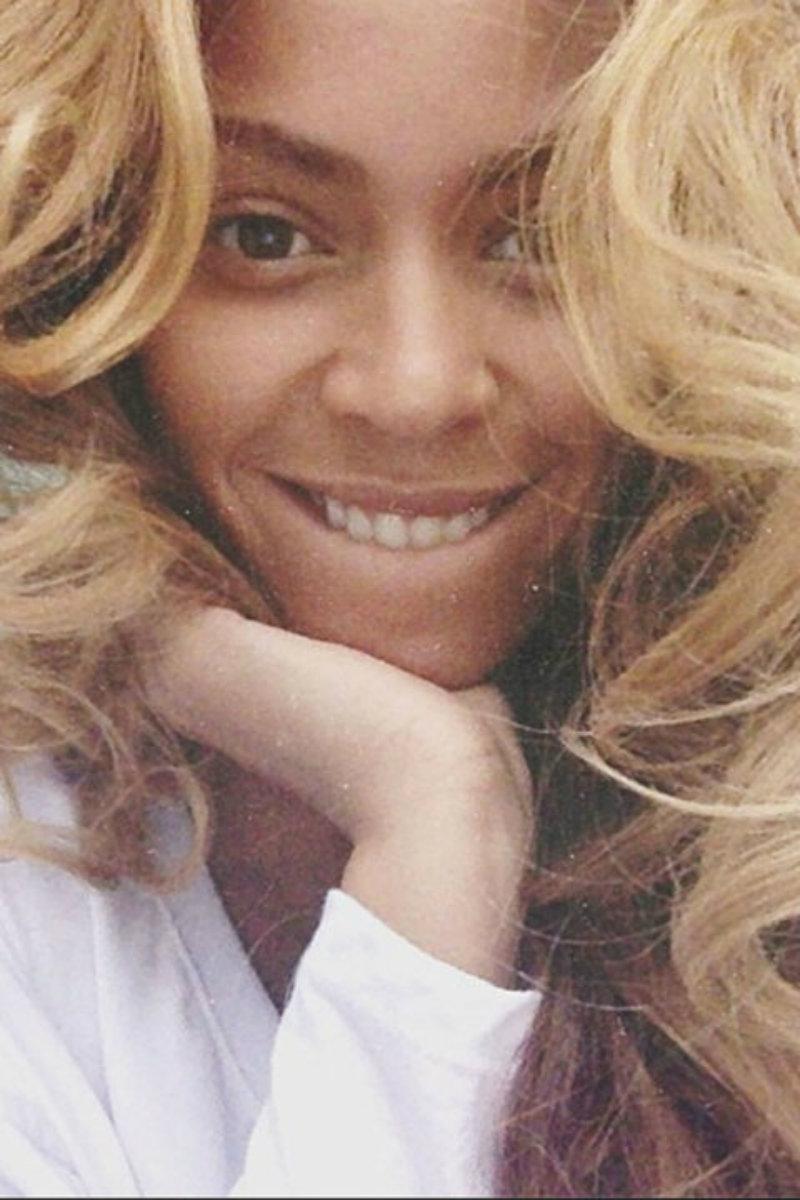 Las mascarillas para el cabello a diario y la confianza en sí misma son las claves para Beyoncé. ¡Y le sale muy bien!