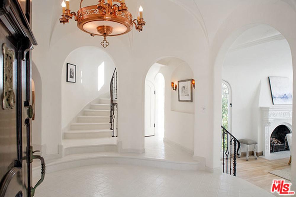 Sia-House-foyer