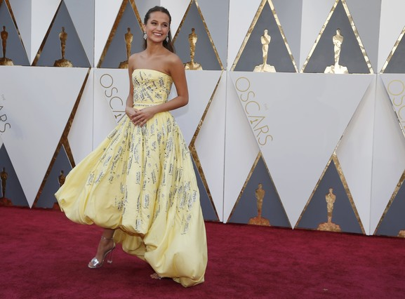 """Alicia Vikander, nominated for Best Supporting Actress in """"Danish Girl,"""" wears a yellow Louis Vuitton gown as she arrives at the 88th Academy Awards in Hollywood, California February 28, 2016.  REUTERS/Lucy Nicholson"""
