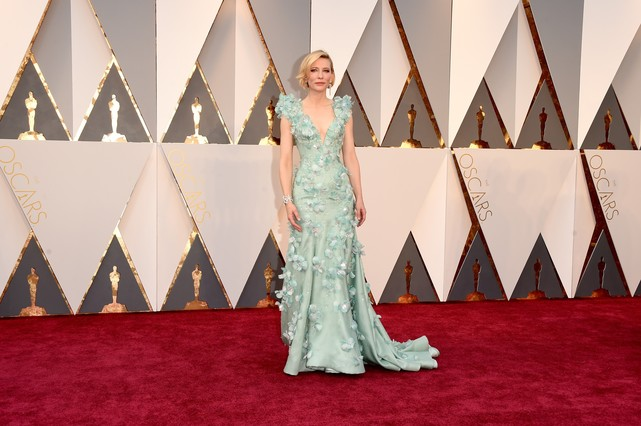 HOLLYWOOD, CA - FEBRUARY 28: Actress Cate Blanchett attends the 88th Annual Academy Awards at Hollywood & Highland Center on February 28, 2016 in Hollywood, California.   Jason Merritt/Getty Images/AFP == FOR NEWSPAPERS, INTERNET, TELCOS & TELEVISION USE ONLY ==