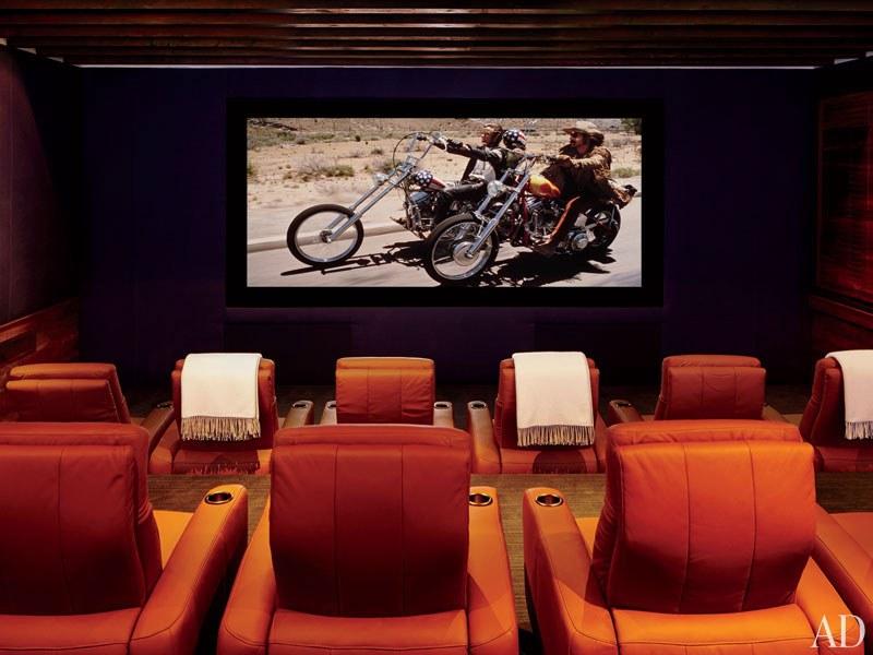CLOONEY. El home theater tiene una enorma pantalla de Da-Lite y asientos de CinemaTech.