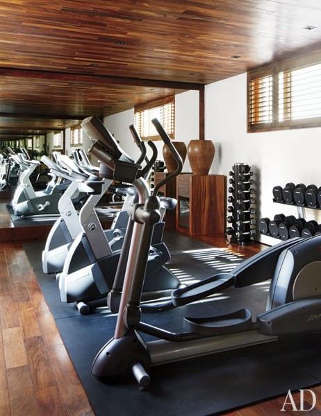 CLOONEY. El gimnasio está equipado por Life Fitness.