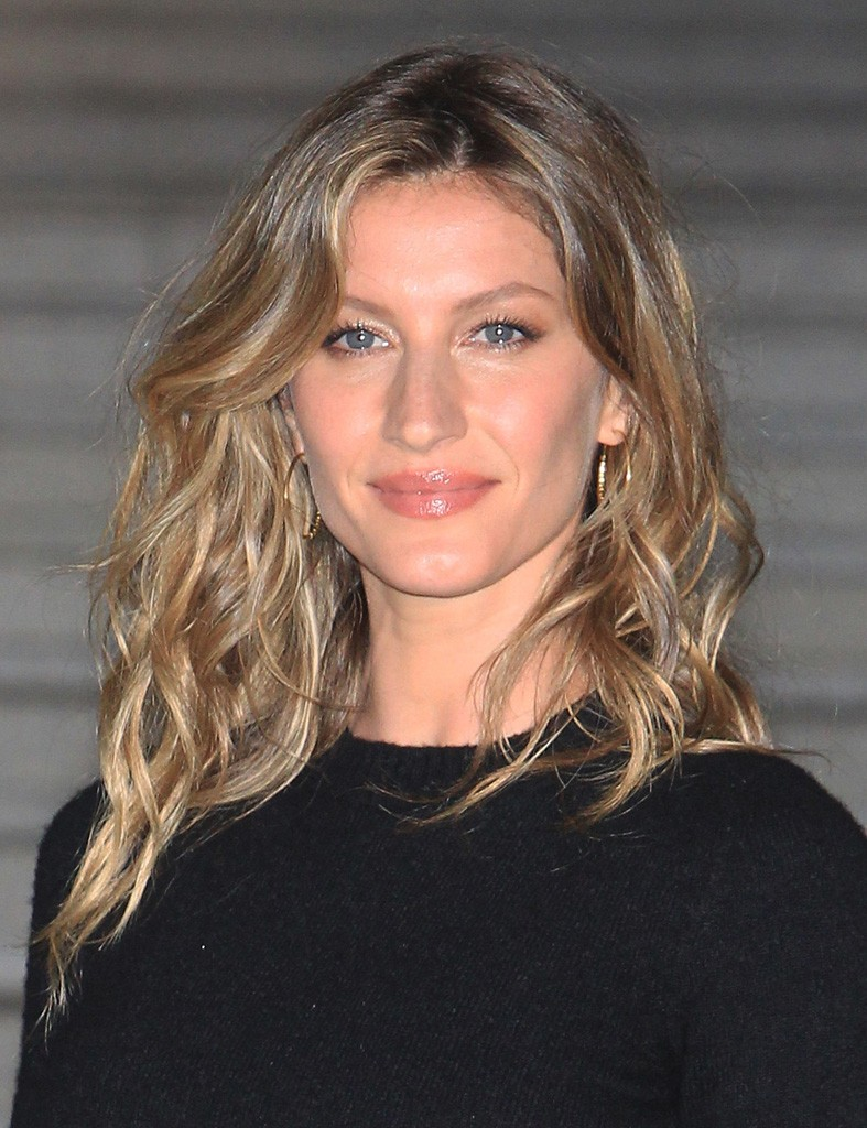 SEOUL, SOUTH KOREA - MAY 04: Gisele Bundchen arrives the Chanel 2015/16 Cruise Collection show on May 4, 2015 in Seoul, South Korea. (Photo by Chung Sung-Jun/Getty Images)