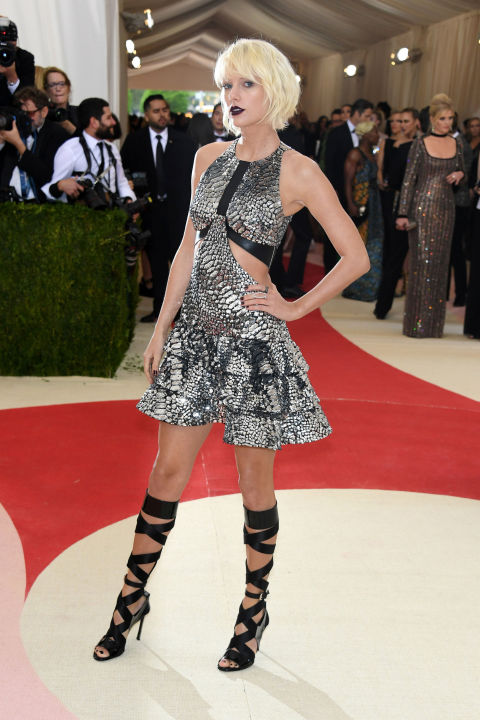Taylor Swift en Louis Vuitton modificado