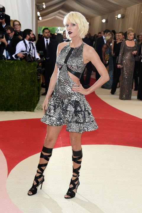 Taylor Swift en Louis Vuitton modificado