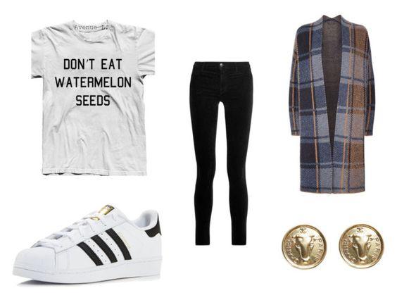 Camiseta Etsy; vaqueros J Brand; zapatillas Adidas; cardigan SET; pendientes Chanel