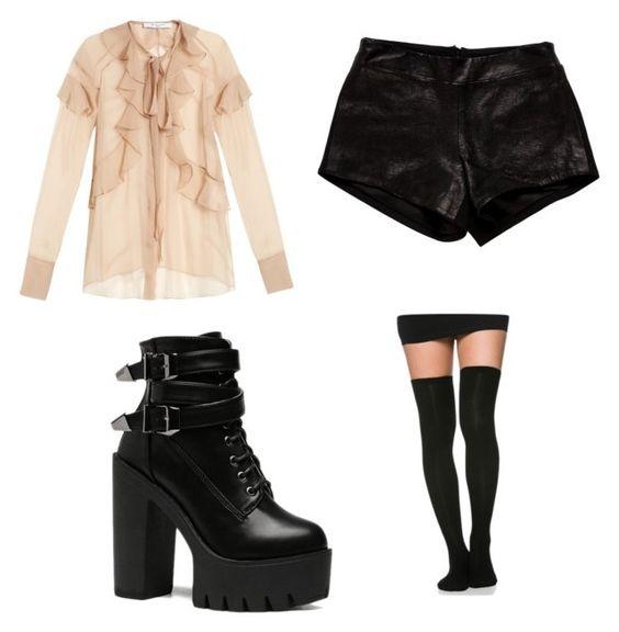 Blusa Givenchy, botines Zaful; shorts Mason; bucaneras Soho Girl.